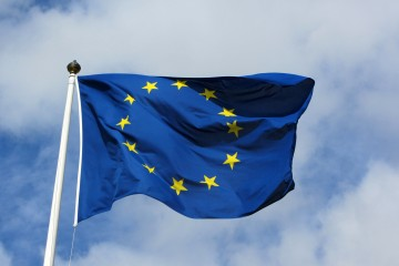 EU Power Set for Biggest Gain in 10 Months on Sanctions
